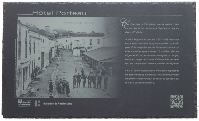 1marquage-plaque-patrimoine-rocheserviere-chouettes-balades.png