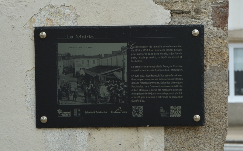 3marquage-plaque-patrimoine-mairie-rocheserviere-chouettes-balade-nd.jpg